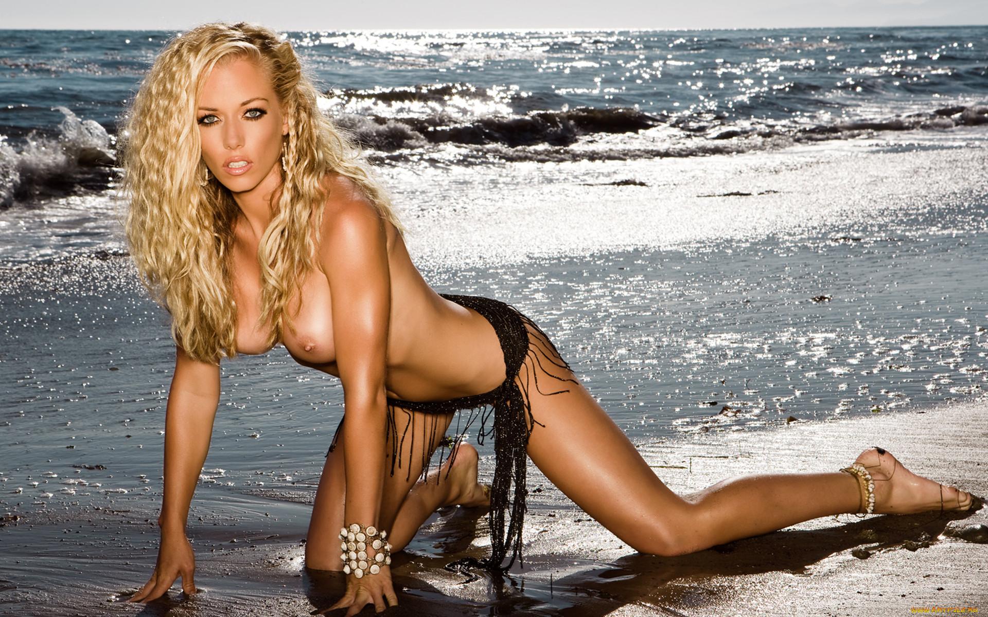 Фото девушки на пляже плейбой 5 фотография